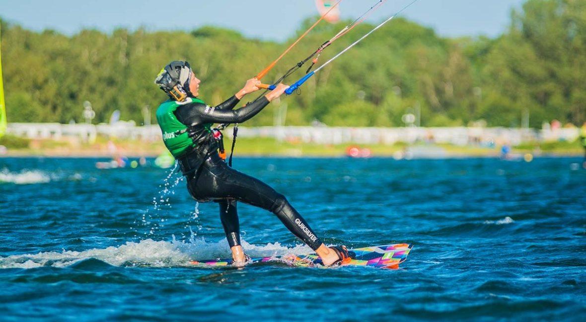 Kursy kitesurfingu za granicą + jak zacząć przygodę na desce