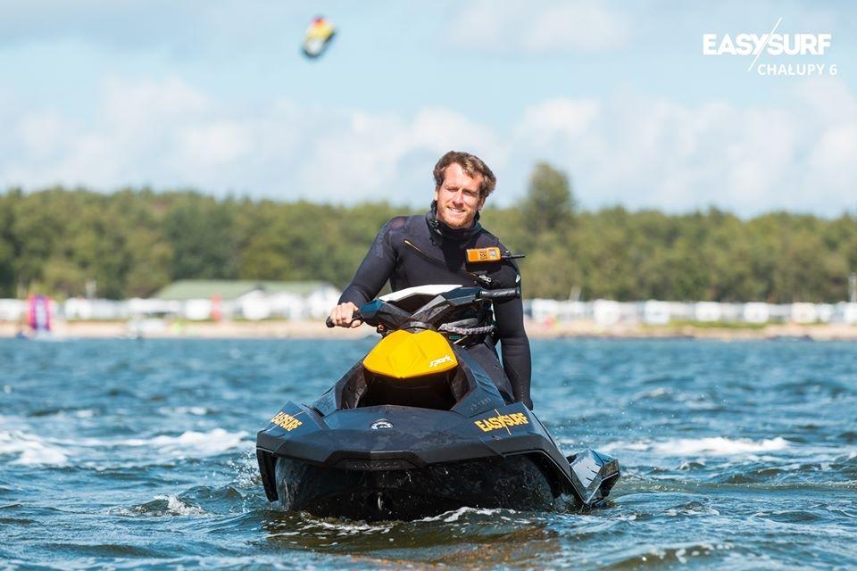 """Nasz """"słoneczny patrol"""" EASY SURF czuwa nad Waszym bezpieczeństwem w Chałupach."""